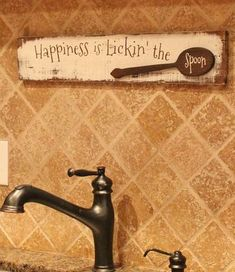 Happiness Is Lickin' The Spoon Rustic Wood Sign – Kitchen Sign – Gift for Mom – Wooden Kitchen Sign Happiness Is Lickin' The Spoon Pallet Sign by Gratefulheartdesign Pallet Crafts, Diy Pallet Projects, Wood Crafts, Wood Projects, Diy Wood, Pallet Ideas, Diy Crafts, Wooden Kitchen Signs, Rustic Wood Signs