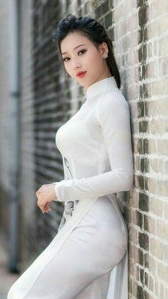 Vietnamese Traditional Dress, Vietnamese Dress, Beautiful Asian Women, Beautiful Models, Fashion Photography Inspiration, Beauty Full Girl, Indian Beauty Saree, Ao Dai, Cute Woman