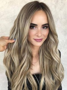 Balayage Blonde Ends - 20 Fabulous Brown Hair with Blonde Highlights Looks to Love - The Trending Hairstyle Balayage Caramel Blonde, Blonde Ombre Hair, Brown Ombre Hair, Ombre Hair Color, Hair Color Balayage, Brown Hair Colors, Blonde Highlights, Haircolor, Hair Colours For Pale Skin