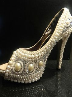 These would go good with a pearl freak that loves bling! Or a pearl party!