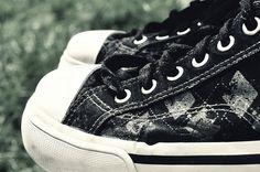 Black argyle design tennis shoes; I NEED THESE!!!