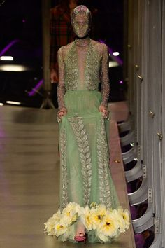 Gucci Herbst/Winter Ready-to-Wear - Fashion Shows Fashion 2017, Couture Fashion, Runway Fashion, High Fashion, Fashion Show, Fashion Design, Gala Dresses, Nice Dresses, Gucci Fall 2017