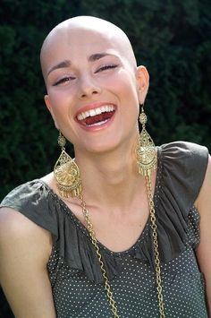 """Contagious smile. Love the big, bold earrings! People ALWAYS say, """"I love your earrings,"""" if I go about town without a wig or scarf. She's so beautiful. Laughter makes anyone divine.                                                                                                                                                      Más"""