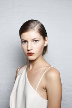 Summer Look Inspiration : Minimal + Classic… Minimal Classic, Minimal Chic, Classic Style, Makeup Inspiration, Style Inspiration, Classy And Fabulous, All Things Beauty, Helmut Lang, Summer Looks