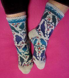 Ravelry: Bird resting place pattern by Dela Hausmann – Knitting Socks Sweater Knitting Patterns, Knitting Socks, Hand Knitting, Knit Socks, Ravelry, Crochet Baby, Knit Crochet, Fair Isle Knitting, How To Purl Knit