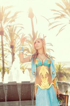 Videogame: World Of Warcraft. Character: Blood Elf. Version: Mage. Cosplayer: Lindsey Elyse. Event: Blizzcon 2013. Photo: J Wai Designs