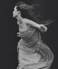 """""""A Windy Summer"""" by Peter Lindbergh Vogue Italia 1999 Peter Lindbergh, Dance Photography, Fashion Photography, Glamour Photography, People Photography, Lifestyle Photography, Editorial Photography, Poses, Poesia Visual"""