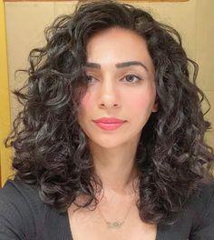Thick Curly Hair, Curly Hair Cuts, Wavy Hair, Curly Hair Styles, Curly Girl, Thick Coarse Hair, How To Dye Hair At Home, Thick Natural Hair, Thick Hair Styles Medium