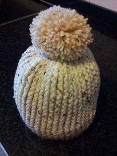 Gorro de lã em crochet com pompom