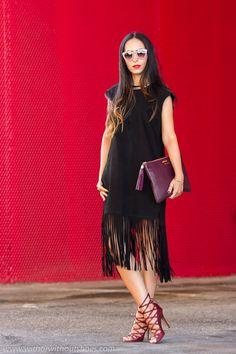 Streetstyle Fashion Week MAdrid Look con Vestido de flecos en ante de Muubaa y sandalias abotinadas Isabel Marant