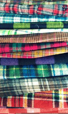 Stacks of tartan plaid How To Have Style, Style Me, Winter Trends, Psychobilly, Textiles, Moda Fashion, Womens Fashion, Plaid Fashion, Fashion Models
