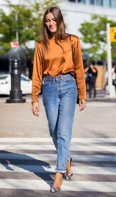 15 Mom-Jean Outfits You Can Wear at the Office Update your denim outfit rotation this season with the freshest mom-jean outfits you can wear to the office. Bookmark each inspiring look inside. Street Chic, Street Style 2016, Outfits Casual, Jean Outfits, Cool Outfits, Office Outfits, Night Outfits, Comfortable Outfits, Look Fashion