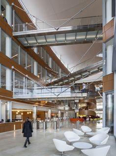 gsk navy yard atrium ground 700x949 Inside GlaxoSmithKlines Sustainable and Healthy Philadelphia Offices