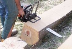 Where can I find this? It's small and compact for a chainsaw mill. Lumber Mill, Wood Mill, Woodworking Jigs, Woodworking Projects, Chainsaw Mill Plans, Portable Saw Mill, Got Wood, Wood Worker, Buy Tools