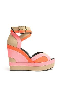 Pierre Hardy Tri-Color Wedge Sandal these would have so gone with my maxi skirt tonight Crazy Shoes, Me Too Shoes, Pierre Hardy, Kinds Of Shoes, Custom Shoes, Wedge Sandals, Summer Sandals, Fashion Shoes, Fashion 101
