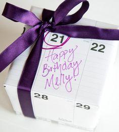 Love this darling calendar gift wrap idea!