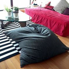 The role of the pouf Fatboy way to do it yourself and without spending is on . Sheet Curtains, Ikea Curtains, Boho Curtains, Drop Cloth Curtains, Cushion Tutorial, Diy Tutorial, Diy Pouf, Old Bed Sheets, Old Beds
