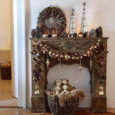 Antik-Stil Kaminkonsole Margaux Ob englisches Cottage oder italienischer Palazzo – diese stilvolle Kaminkonsole, die wir in zwei Farben anbieten, könnte überall ihre Vorbilder haben. Die detailverliebte Fertigung bietet kunstvoll geschnitzte Rocaillen und Verzierungen. Der Kaminsims eignet sich wunderschön zum De... wohnwelten-shop.de