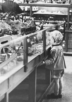 """""""I'd eat all my vegetables for a train set"""" - A young boy presses his face against a display case with a lavish miniature train set at the world famous toy store, F. Schwarz, in New York City. Christmas Past, Vintage Christmas, Christmas Photos, Christmas Cards, Xmas, Holiday Store, Vintage Classics, Thomas The Tank, Retro Toys"""