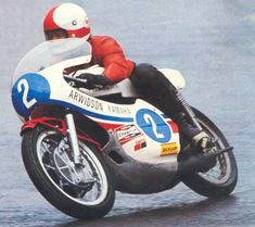 Motorcycle Racers, Motorcycle Men, Motorcycle Types, Racing Motorcycles, Course Moto, Gp Moto, Cafe Racer Bikes, Bike Style, Vintage Racing
