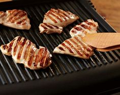 More Than Sandwiches: 10 Ways to Use Your Panini Press Every Day - Indoor Grill - Ideas of Indoor Grill - From dinner to dessert on busy weeknights or when it's too cold to grill outdoors here are ten more uses for a panini press Panini Grill Recipes, Grill Panini, Panini Sandwiches, Grilling Recipes, Sandwich Maker Recipes, Grill Sandwich Maker, Cooking Recipes, Panini Machine, Panini Maker