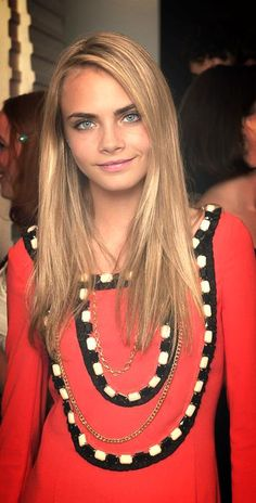 Cara Delevingne her hair! She's just absolutely gorgeous! Mia Farrow, Blonde Pixie, Pretty People, Beautiful People, Beautiful Eyes, Cara Delevingne Style, Hair Evolution, Celebrity Beauty, Woman Crush