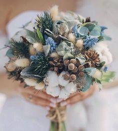 Brautstrauß grau blau Sukkulenten Disteln