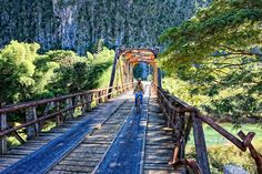 Bridge in Puente de Cabezas, Pinar del Rio, Cuba. Photography by Robin Thom
