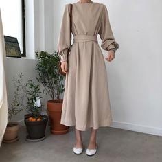 Korean Fashion – How to Dress up Korean Style – Designer Fashion Tips Muslim Fashion, Modest Fashion, Hijab Fashion, Korean Fashion, Fashion Dresses, Stil Inspiration, Mode Simple, Hijab Style, Style Minimaliste