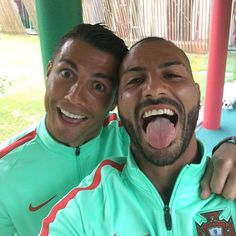 Cristiano Ronaldo & Quaresma Portugal – World Soccer News World Best Football Player, Football Is Life, Football Players, Cristiano Ronaldo 7, Ronaldo Hd Images, Portugal Team, Portugal Soccer, Restaurant Pictures, Dating
