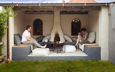 Chilling underneath this lovely patio roof! - Relaxen onder deze geweldige terrasoverkapping!