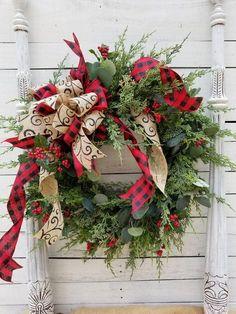 14 Rustic Farmhouse Christmas Home Decor Ideas Christmas Wreaths To Make, Plaid Christmas, Holiday Wreaths, Christmas Home, Christmas Crafts, Christmas Quotes, Christmas Ideas, Christmas Inspiration, Artificial Christmas Wreaths