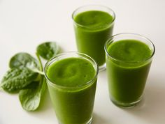 Powerhouse Green Smoothie – Per calorie, Kale has more iron than beef, making it a perfect base for this healthy Needs Kale, green apples, mint leaves and coarse cabbage Ninja Blender Smoothies, Ninja Blender Recipes, Ninja Recipes, Juicer Recipes, Green Smoothie Recipes, Juice Smoothie, Smoothie Drinks, Fruit Smoothies, Healthy Smoothies