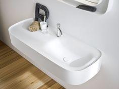 Wall-mounted Corian® washbasin with integrated countertop FONTE | Washbasin with integrated countertop - Rexa Design