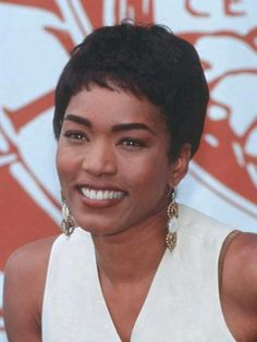 Viola Davis Amazing Pixie Hairstyle/ ANGELA BASSETT , WOW, WE DO NOT ALL LOOK ALIKE CORRECTION NEEDDED