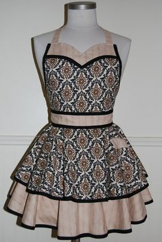 Black and Beige Damask Full Circle Skirt Apron with Sweetheart Neckline - deal kay deal Pin Up, Cool Aprons, Sewing Aprons, Aprons Vintage, Full Circle Skirts, Two Piece Skirt Set, Trending Outfits, Damask, How To Wear