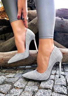 Unique Classic Shoes from 23 of the Stylish Classic Shoes collection is the most trending shoes fashion this season. This Classic Shoes look related to shoes, heels, zapatos and highheels was… Pump Shoes, Women's Shoes, Me Too Shoes, Shoe Boots, Dress Shoes, Shoes Style, Shoes Sneakers, Casual Shoes, Sandals Outfit