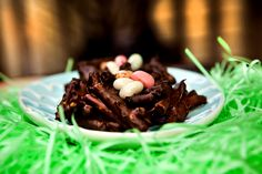 Chocolate pretzel bird nests, not just for Easter. You can make these any time for a chocolatey snack. Source by kegstands Easter Recipes, Holiday Recipes, Dessert Recipes, Chocolate Covered Pretzel Sticks, Easter Treats, Owl Treats, Brownie Bites, Chocolate Desserts, Desert Recipes