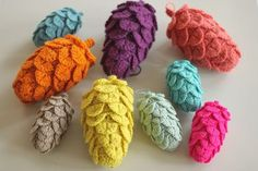 Crochet pine cones. So lovely and such a perfect way for yarn-lovers to decorate for fall. From yarnfreak-blog-blogspot.ie.