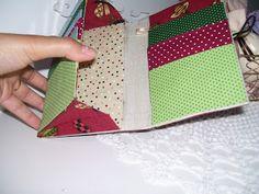Carteira feminina em cartonagem e tecido