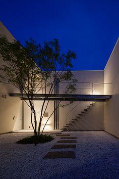 negishi atelier by Ogawa Architects Architecture Life, Landscape Architecture Design, Minimalist Architecture, Amazing Architecture, Interior Architecture, Outdoor Landscaping, Outdoor Pool, Box House Design, Japan Garden