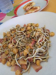 GARBANZOS CON GULAS Y BACON