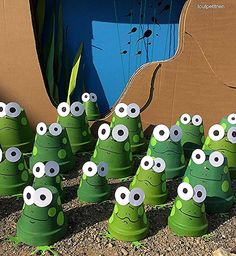 DIY summer: frogs with terracotta pots.toutpetitrien / bricos / – fleurysylvie - All About Spring Crafts For Kids, Summer Crafts, Kids Crafts, Diy And Crafts, Flower Pot Crafts, Clay Pot Crafts, Flower Pots, Frog Crafts, Garden Crafts