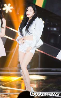 Seung Ah, T Ara Hyomin, Best Kpop, Kpop Outfits, Beautiful Asian Women, Long Legs, Asian Woman, Wonder Woman, Superhero