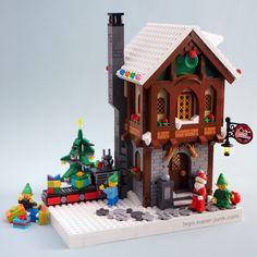 4 years of Lego Winter Village Displays – Melissa's Lego - Deringa Lego Christmas Village, Lego Winter Village, Noel Christmas, Lego Santa's Workshop, Santas Workshop, Lego Gingerbread House, Casa Lego, Lego 4, Lego Modular