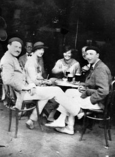 """Ernest Hemingway seated with the persons depicted in the novel """"The Sun Also Rises"""", 1925."""
