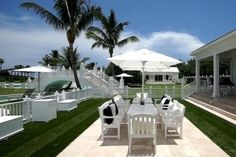 Al Fresco Dining--With weather like this, why not eat outside? Celine Dion's Florida Water Park Mansion.