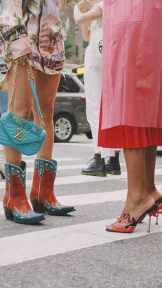 NYFW Street Style: Day Two New York Fashion Week Spring Summer 2018 street style outfit Louis Vuitton cowboy boots Fashion Week 2018, All Fashion, New York Fashion, Fashion Boots, Street Fashion, Fashion Outfits, Nyfw Street Style, Street Style Summer, Street Style Looks