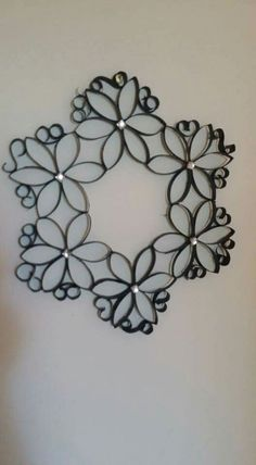 Made from toilet paper rolls paper towel crafts Toilet Roll Craft, Toilet Paper Roll Art, Paper Wall Art, Toilet Paper Roll Crafts, Cardboard Crafts, Diy Paper, Cardboard Playhouse, Paper Towel Roll Crafts, Paper Towel Rolls