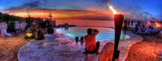 Tak hanya keindahan alam, Bali juga terkenal akan nightlife-nya. Kali ini kami pilihkan 13 tempat kongkow terkeren agar malam Anda tambah pecah!